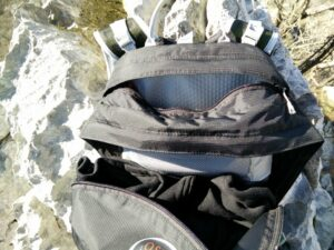 Osprey Talon 22 - External zippered pocket behind the main compartment
