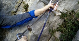 Image 2 – Reattach the carabiner after the rod