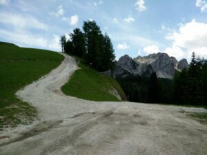Cima del Cacciatore - Narrow path between the roads