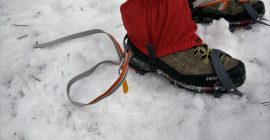How to put on crampons 1