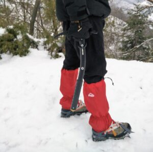 Winter Hiking Gear: How to use crampons, ice axes and gaiters?