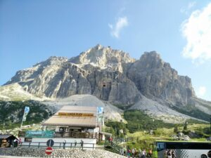 Croda Negra Trail - Starting Point - See the cable car to Lagazuoi