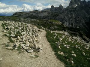 Tre Cime di Lavaredo: Stone sculptures on the last stretch