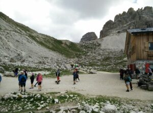 Tre Cime di Lavaredo: Rifugio Lavaredo, here the path starts ascending rapidly
