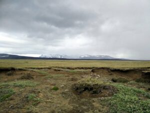 Hiking pregnant - yes, it might be flat but civilization is a bit too far away on the Kjolur trail