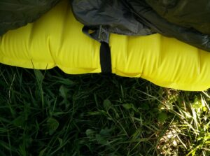 Kammok Firebelly Trail Quilt: Attached to the sleeping pad with snap fasteners