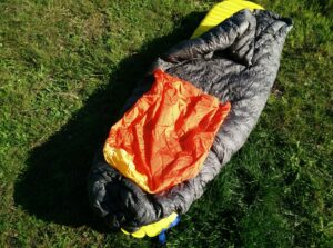 Kammok Firebelly Trail Quilt: The orange thing is the fabric footbox which ensures that the quilt is nicely wrapped around your legs