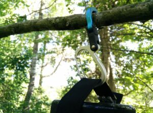 Heroclip Carabiner Hook Clip: Close-up of hanging the clip on a tree branch
