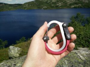 Heroclip Carabiner Hook Clip: Packed size for the Medium model