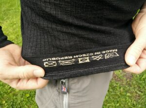 Lasting Wapol Base Layer: Printed washing instructions on the inner side
