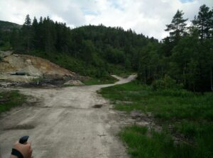Gjuvvatnet Hiking Trail - at this road fork you should go left