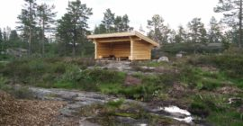 Gjuvvatnet Hiking Trail – wooden shelter is perfect for a break