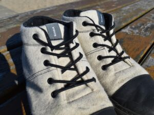Baabuk Sky Wooler - elastic lacing makes them easy to take on and off