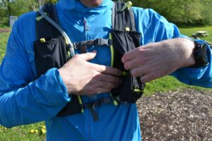 Nathan VaporAir 2.0 Hydration Vest: The zippered pocket on the front side is perfect for storing a Smartphone