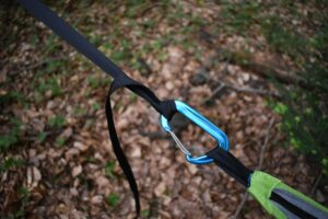 Tentsile UNA Hammock Tent: At the tail you attach the hammock to the carabiner with half windsor knot