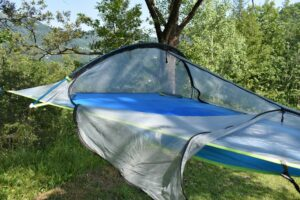 Tentsile UNA Hammock Tent: The bug net opens on both sides and in the middle