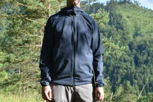 Houdini Daybreak Softshell Jacket: The collar does not fit tightly